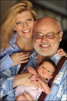 FIKK BARN: Margareta Svensson og Seth Riggs (81) fikk en datter i fjor. Fra før har Riggs, kjent som sangpedagog for verdens største stjerner, syv voksne barn. Foto: NTB SCANPIX