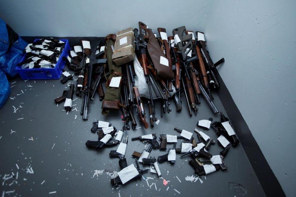 VÅPENBESLAG: Politiet tok beslag i nærmere 1.000 våpen hos 15-20 personer – alt fra tunge automatvåpen til pistoler og revolvere - i september i år. Dette skal være saken som hindrer Telemark i Sør-Øst politidistrikt å få opp antallet grove narkotikasaker i år.