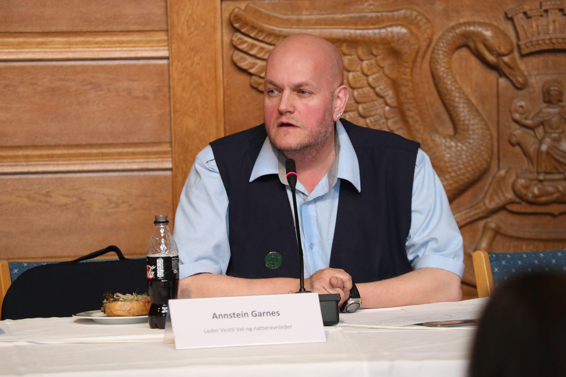 – Vi har ikke hatt fritidsklubber på flere år, sa Annstein Garnes, natteravnleder på Vestli og leder av Vestli vel under dagens høring i Oslo bystyre.