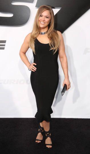 STILIG: Ronda Rousey har også fått mye oppmerksomhet for sitt utseende. Her er hun fra premieren på filmen «Furious 7» der hun spiller en mindre rolle.