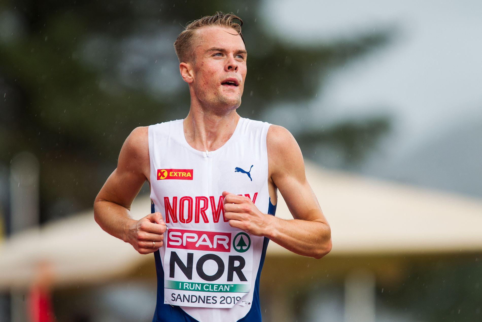 LEKENDE LETT: Filip Ingebrigtsen gjorde akkurat som han ville på 5000 meter under lag-EM i Sandnes.