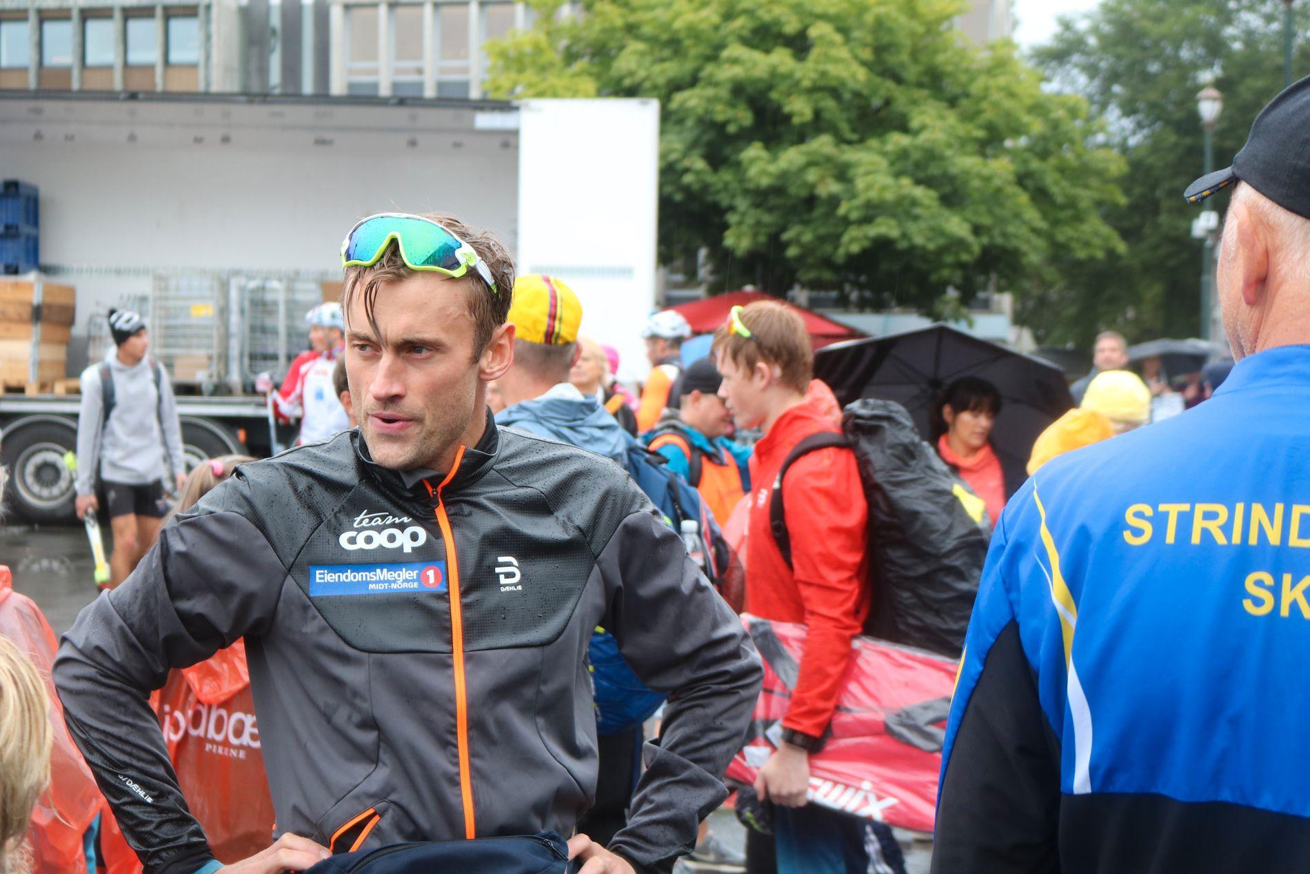 KLAR FOR LANGRENNSÅPNING? Petter Northug, fra sommerens Toppidrettsveka i Trondheim. Her er det like før han skal motta hyllest fra hjemmepublikumet for tredjeplassen i sammendraget.