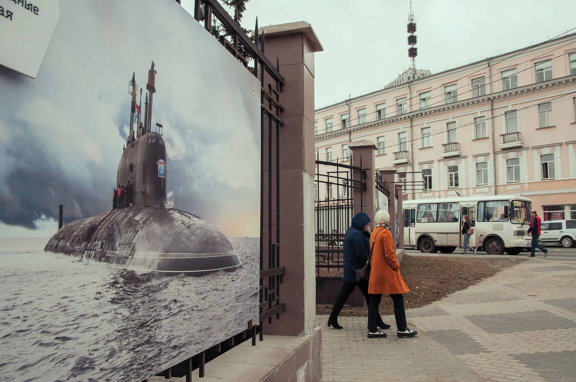MARINE HEMMELIGHETER: I Arkhangelsk pryder plakater med regionens stolheter bybildet. Den topphemmelige ubåtvirksomheten har fått hedersplass.