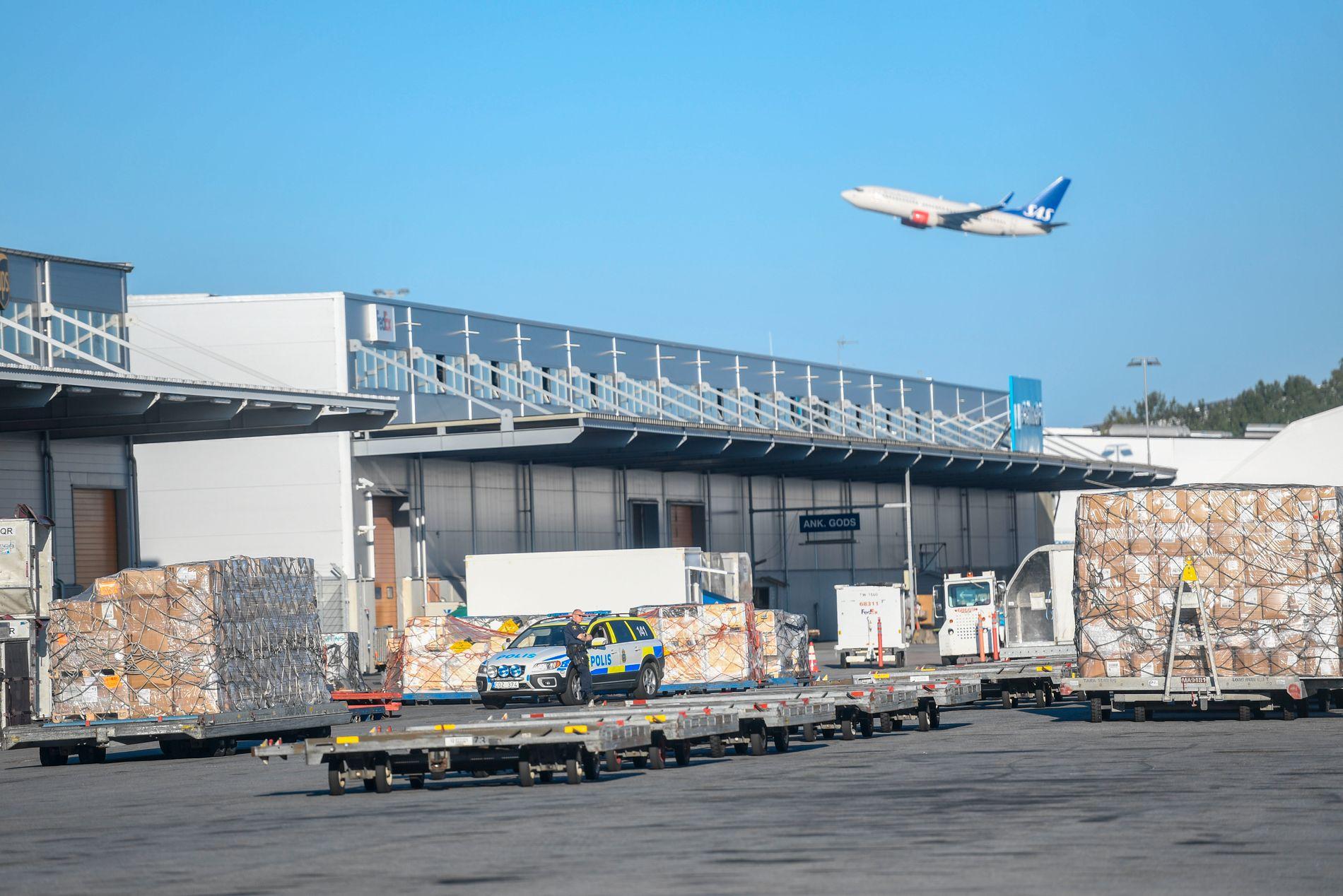 ARLANDA: Politiet fikk melding om et innbrudd i et lager ved Arlanda lufthavn 03.10 natt til mandag.