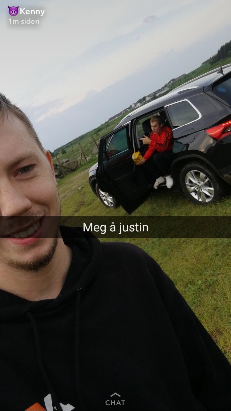 PÅ JÆREN: Motorcross-guttene snappet fra besøket av superstjernen.