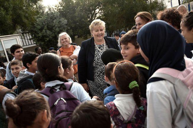 MILLLIARD-GAVE: Statsminister Erna Solberg besøkte syriske elever på en skole i Beirut i november i fjor.
