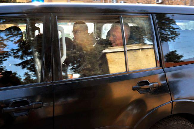 FORTSATT VARETEKT: Her fraktes Espen Lee bort fra retten i Nicosia torsdag. Han er mistenkt for forsøk på barnebortføring.
