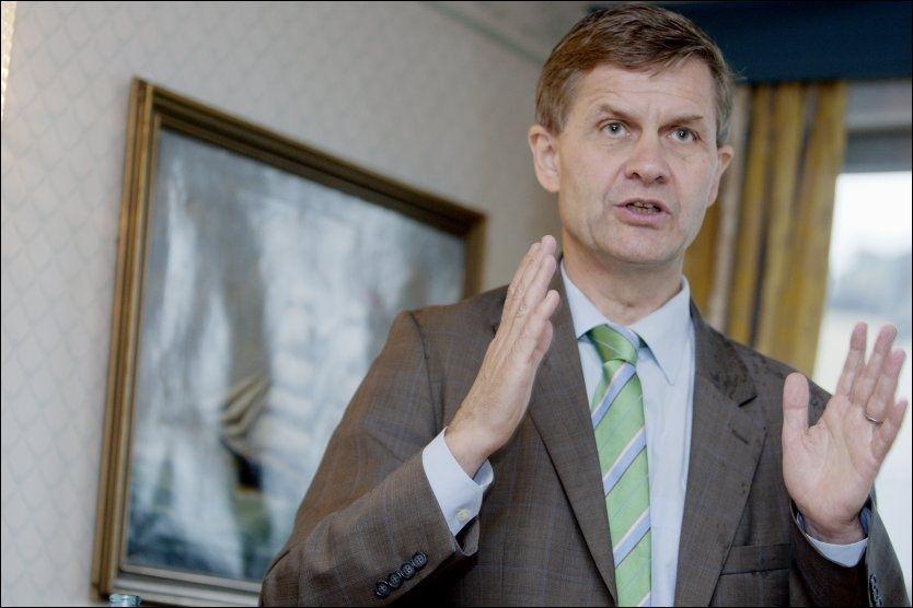 UOPMERKSOM: Miljøvernminister Erik Solheim innrømmer at han sov i timen da regjeringen behandlet forslaget om å øke avgiften på biodiesel. Foto: Stian Lysberg Solum / SCANPIX