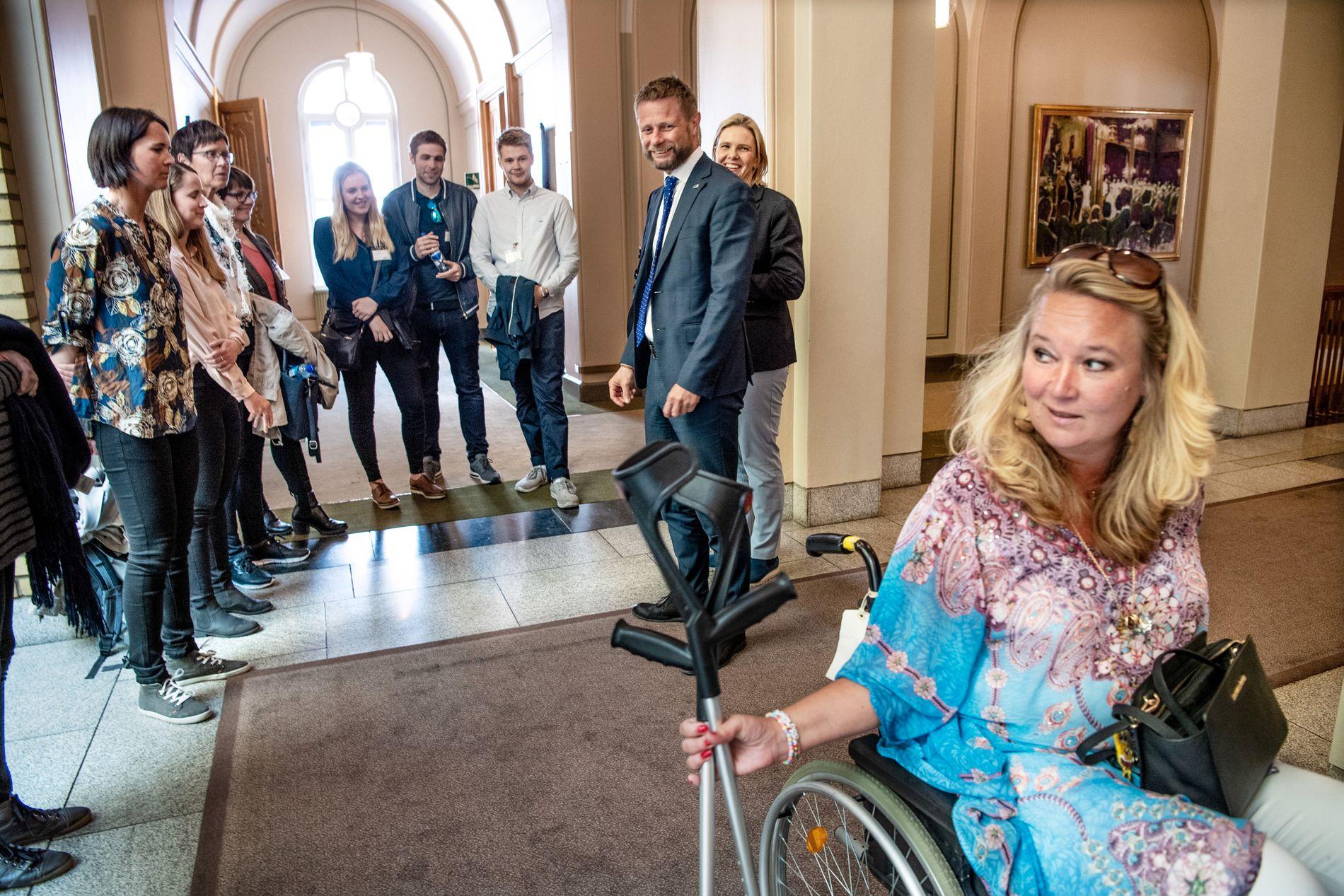 Lørdag fortalte VG historien om ALS-syke Cathrine Nordstrand (49) som i flere år har kjempet for å beholde håpet. Her er hun på Stortinget i april, da helseminister Bent Høie sa ja til å jobbe for bedre oppfølging av ALS-pasienter i Norge.