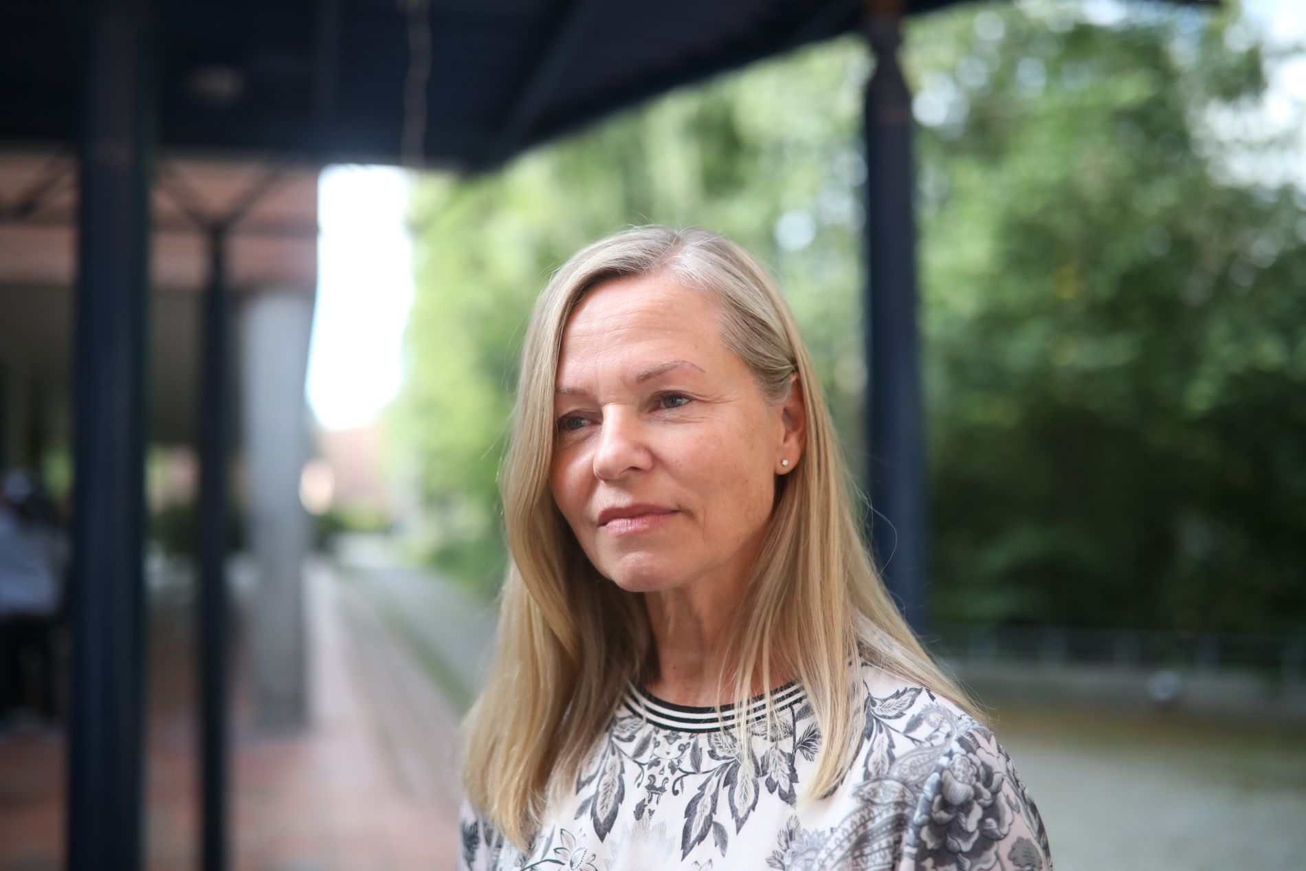 ÅPNER SKOLEN: Rektor ved Sandvika videregående skole, Ann Hege Jerve, har valgt å holde skolen åpen for elevene som ønsker å samles tirsdag.