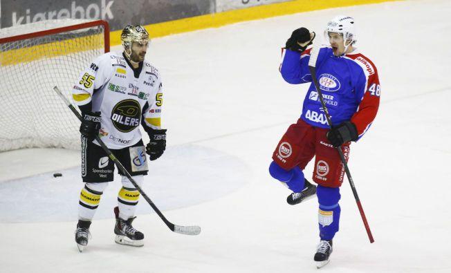 STRAFFES: Sondre Olden jubler for Vålerenga-scoring i kampen mellom VIF og Oilers på Jordal tidligere i vinter.