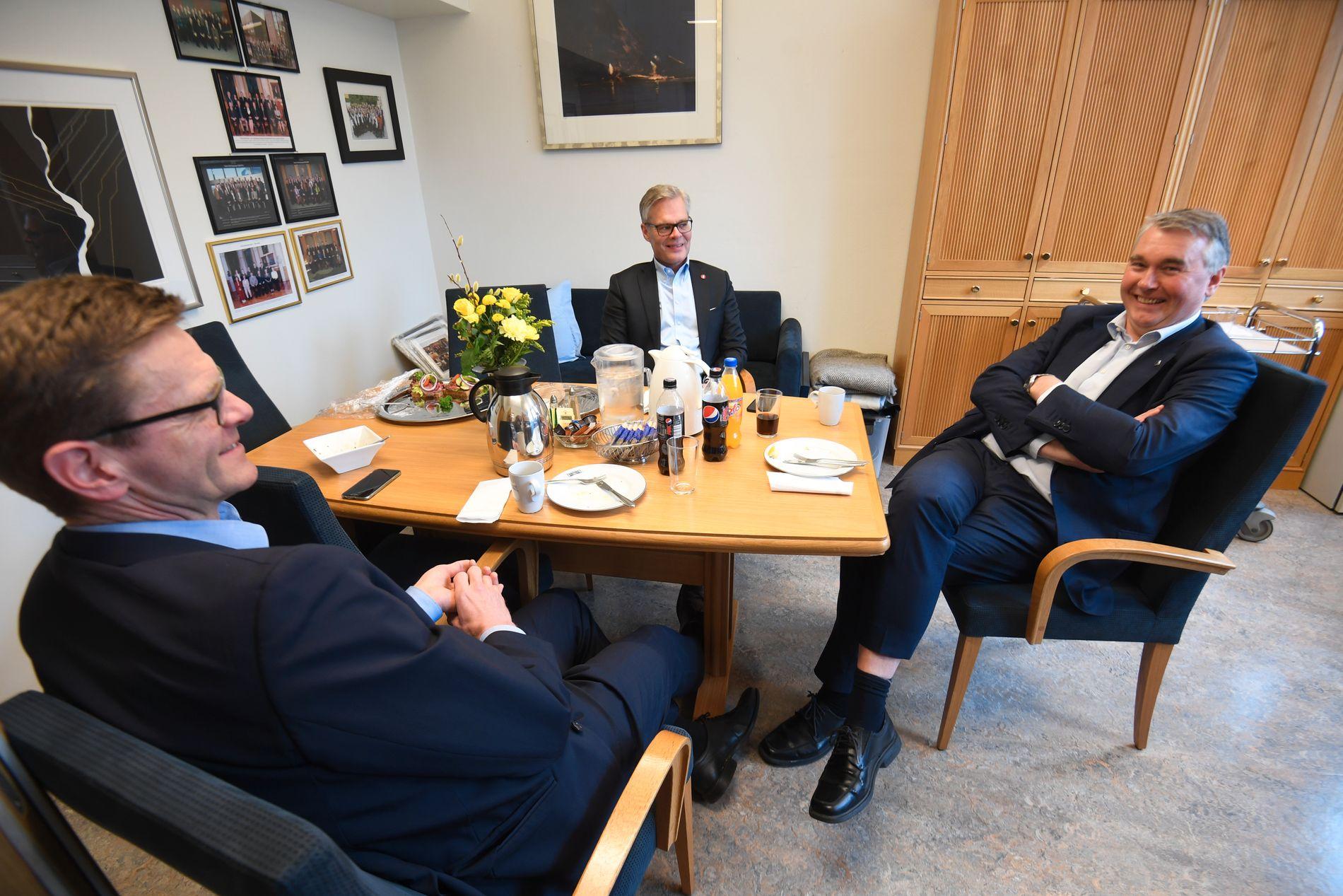 SAVNET KRF: Terje Breivik (til venstre), Hans Andreas Limi og Trond Helleland holder lunsjmøter med KrF-leder Knut Arild Hareide. Onsdag sto hans stol tom.