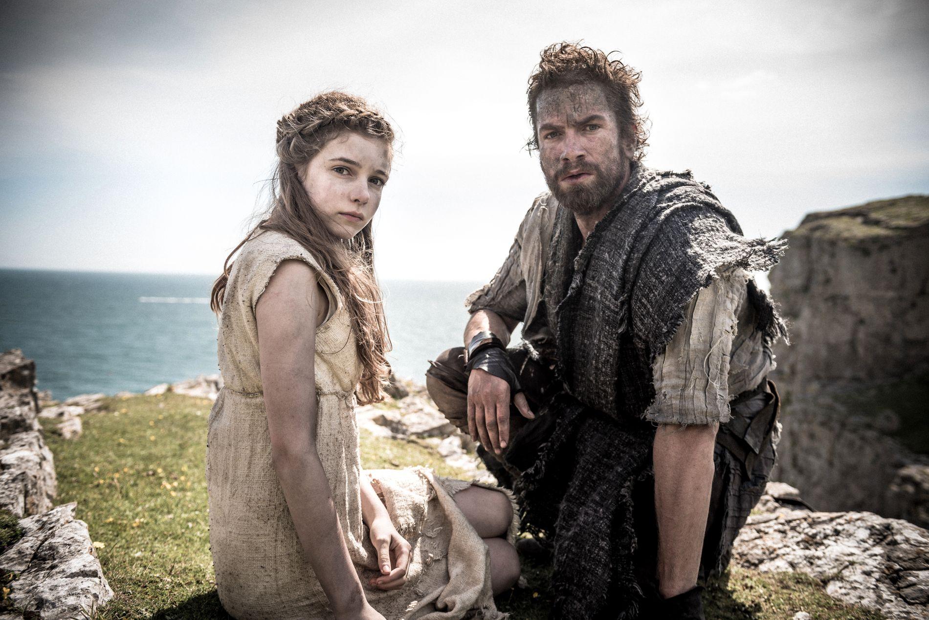 ROMERSK INVASJON: Eleanor Worthington-Cox som Cait og Nikolaj Lie Kaas som Divis i «Britannia». Foto: Astanislav Honzik/ Sky / HBO
