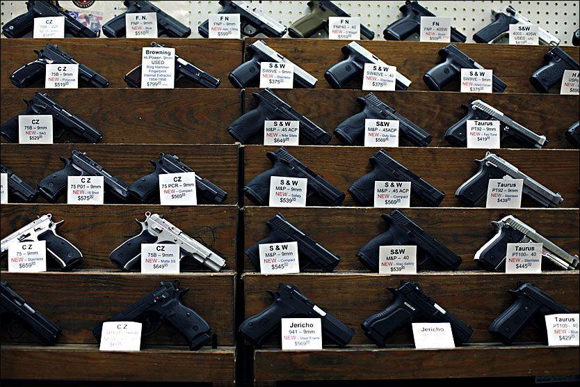 TOPPER LISTEN: Det er ingen overraskelse at USA er landet med flest sivile våpen per innbygger. Her fra en våpenbutikk i Atlanta. Foto: Thomas Nilsson / VG