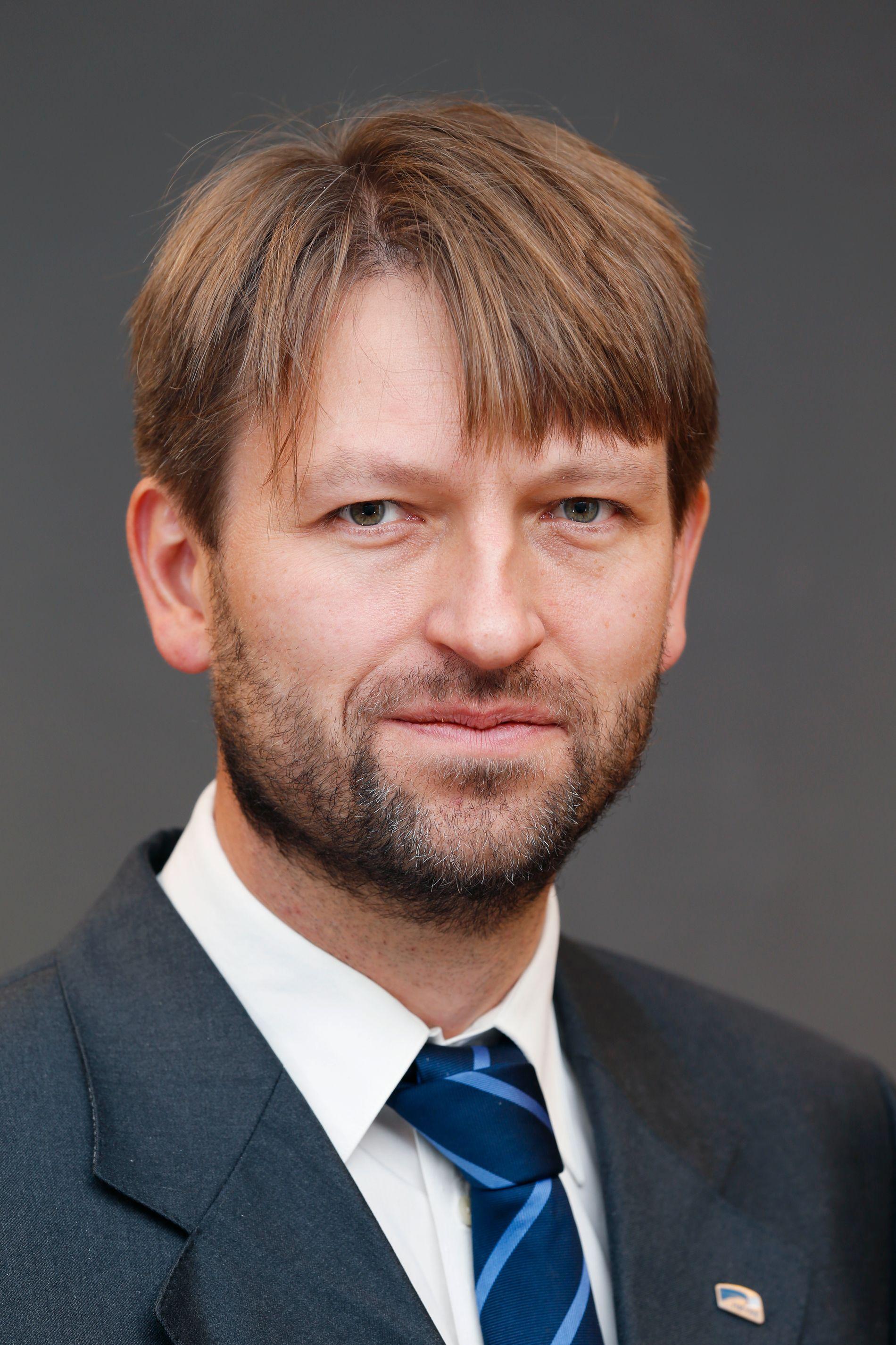 FØLER SEG IKKE TRUFFET: Eirik Lae Solberg, Høyres gruppeleder i bystyret og finansbyråd i forrige periode, mener Raymond Johansen skylder på forgjengerne i stedet for å gjøre jobben sin.