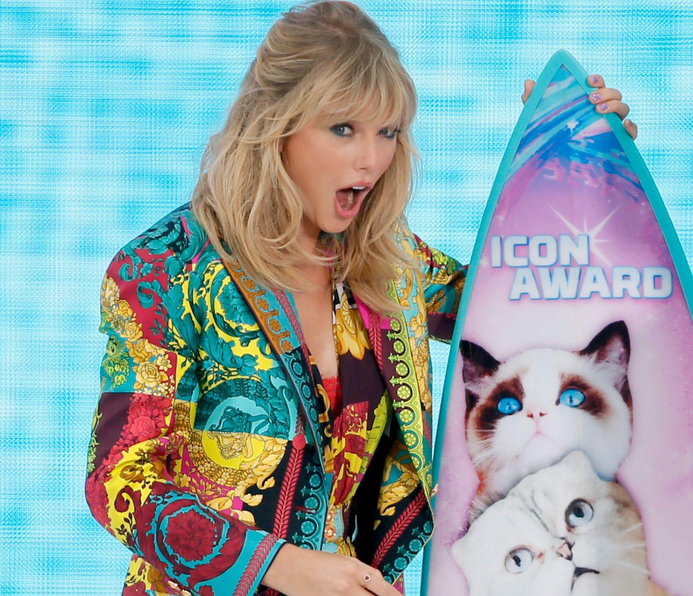 OVERVELDET: Taylor Swift takker publikumet sitt for at hun er der hun er i dag.