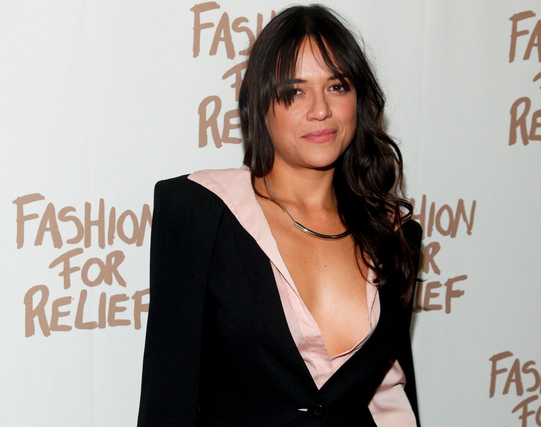 SYNGER UT: Michelle Rodriguez, her på moteuken i New York for en tid tilbake.