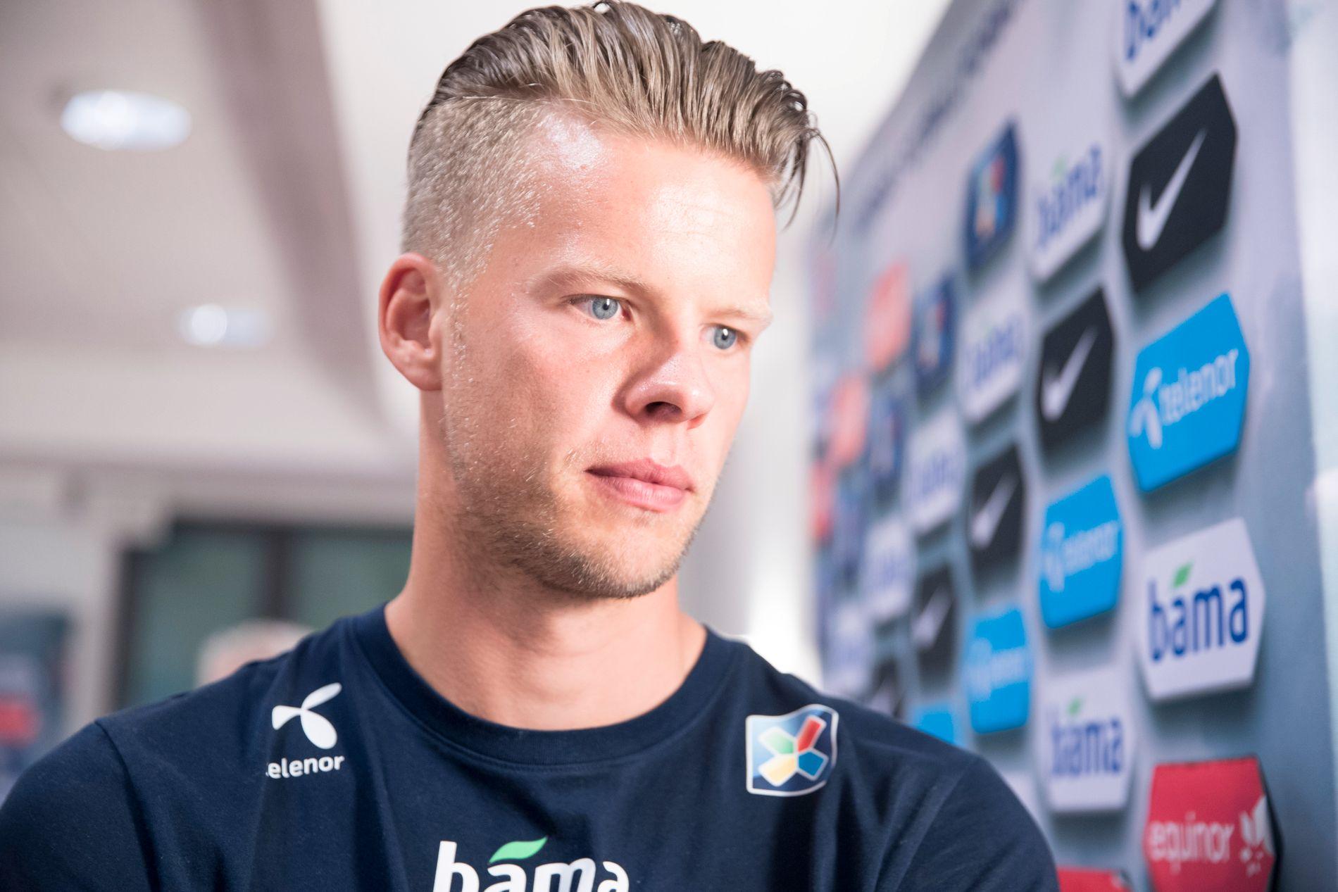 YDMYKET: Ørjan Nyland trøblet i Villa-målet lørdag.