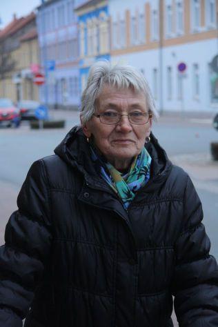 – INGEN FORTJENER MIN STEMME: Renate Schmidt er lei av politikere som ikke holder ord, og mener de i hovedstaden ikke bryr seg om å hjelpe vanlige folk som henne i Bitterfeld.