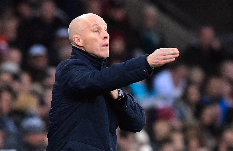 LEDIG: Plutselig fikk Norges Fotballforbund en kandidat ekstra til jobben som landslagssjef for herrer - Bob Bradley. Herfra fra sidelinjen som Swansea-manager.