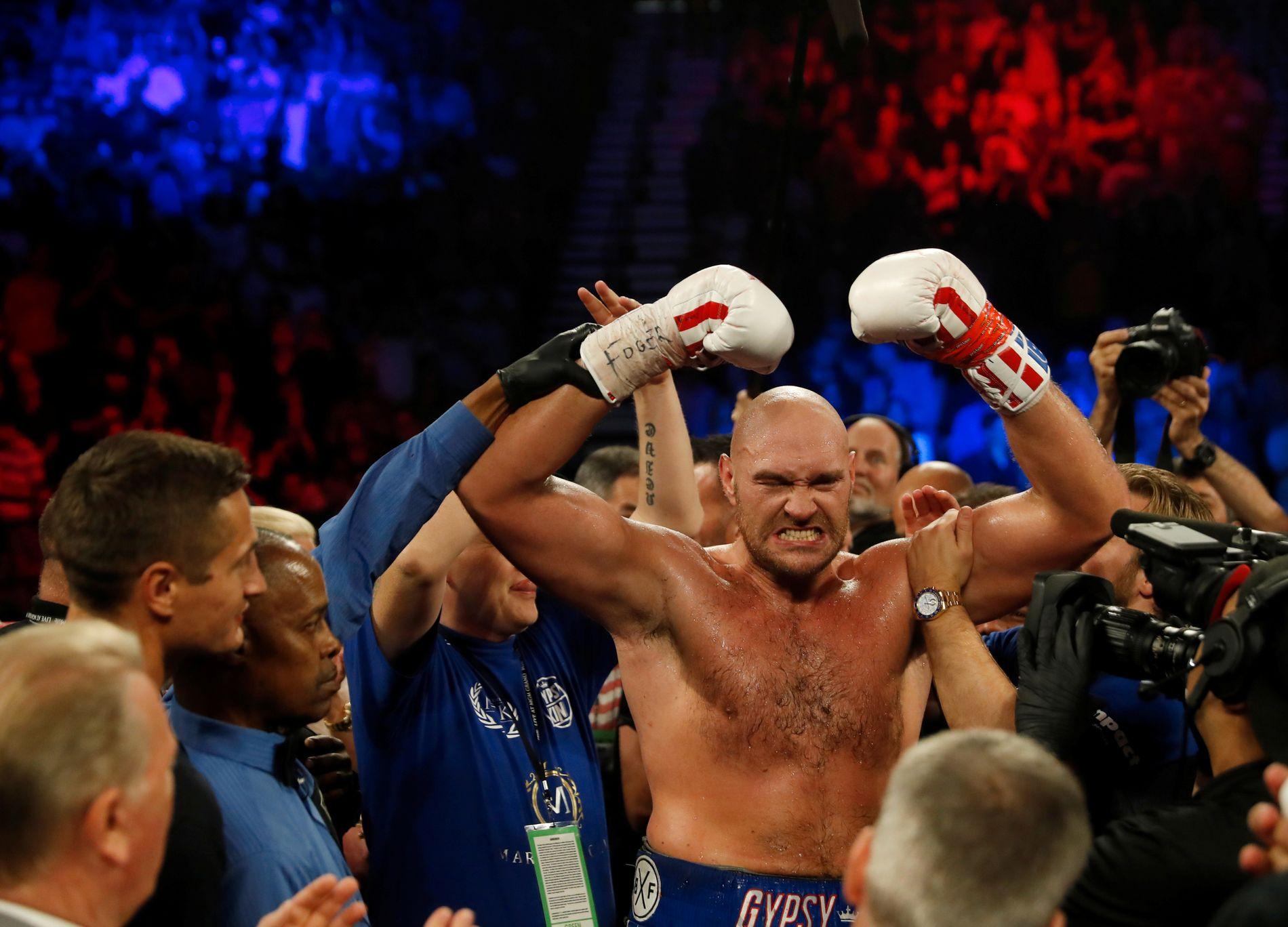 FORTSATT UBESEIRET: Tyson Fury har 28 seirer og én uavgjort i karrieren. Her har han nettopp slått Tom Schwarz i Las Vegas.