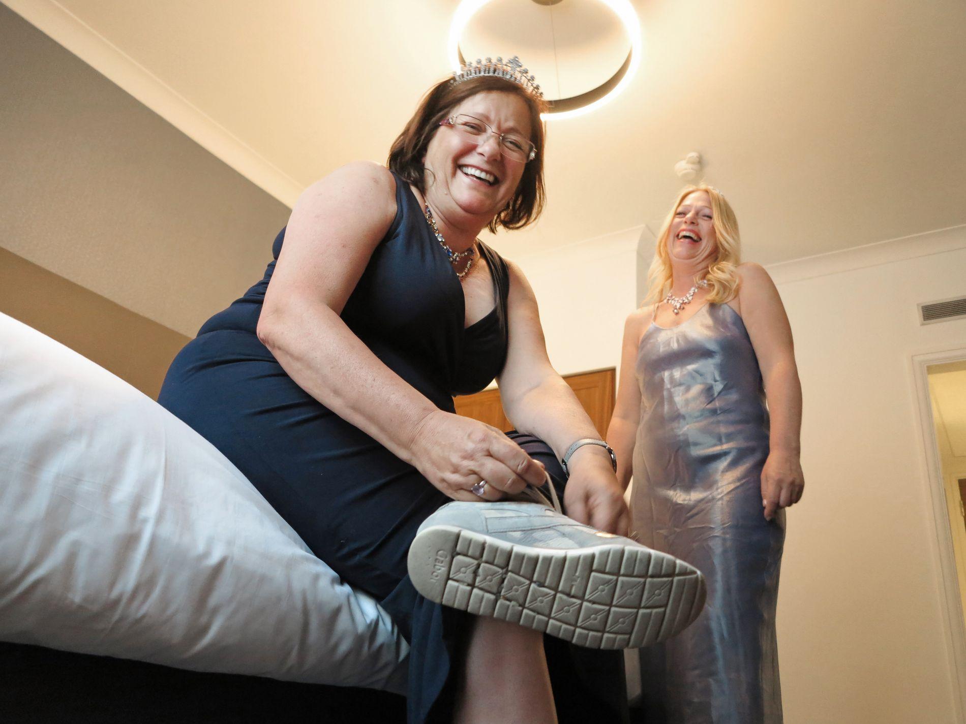 KLAR-FERDIG: Irene Presterud (t.v.) og Hilde Rossing er forberedt på at de må gå langt i finstasen på lørdag.