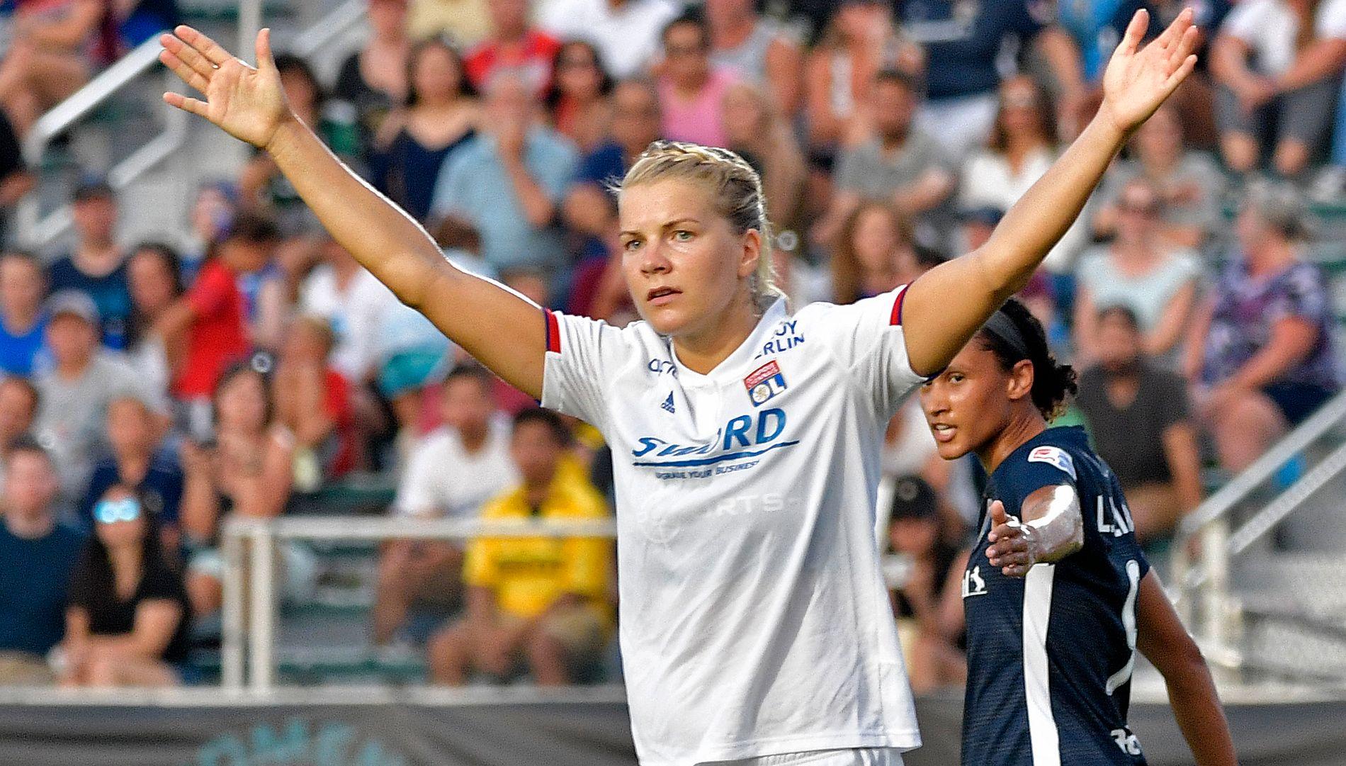 JAGER REKORD: Ada Hegerberg er på jakt etter Champions League-rekorden til Anja Mittag. Her fra en treningskamp i USA i sommer.