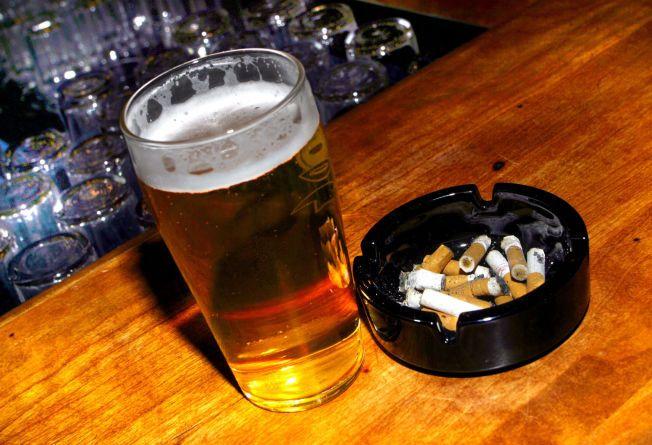 RISIKOFAKTORER: Røyking og alkohol er en av de desidert største risikofaktorene for å utvikle kreft.