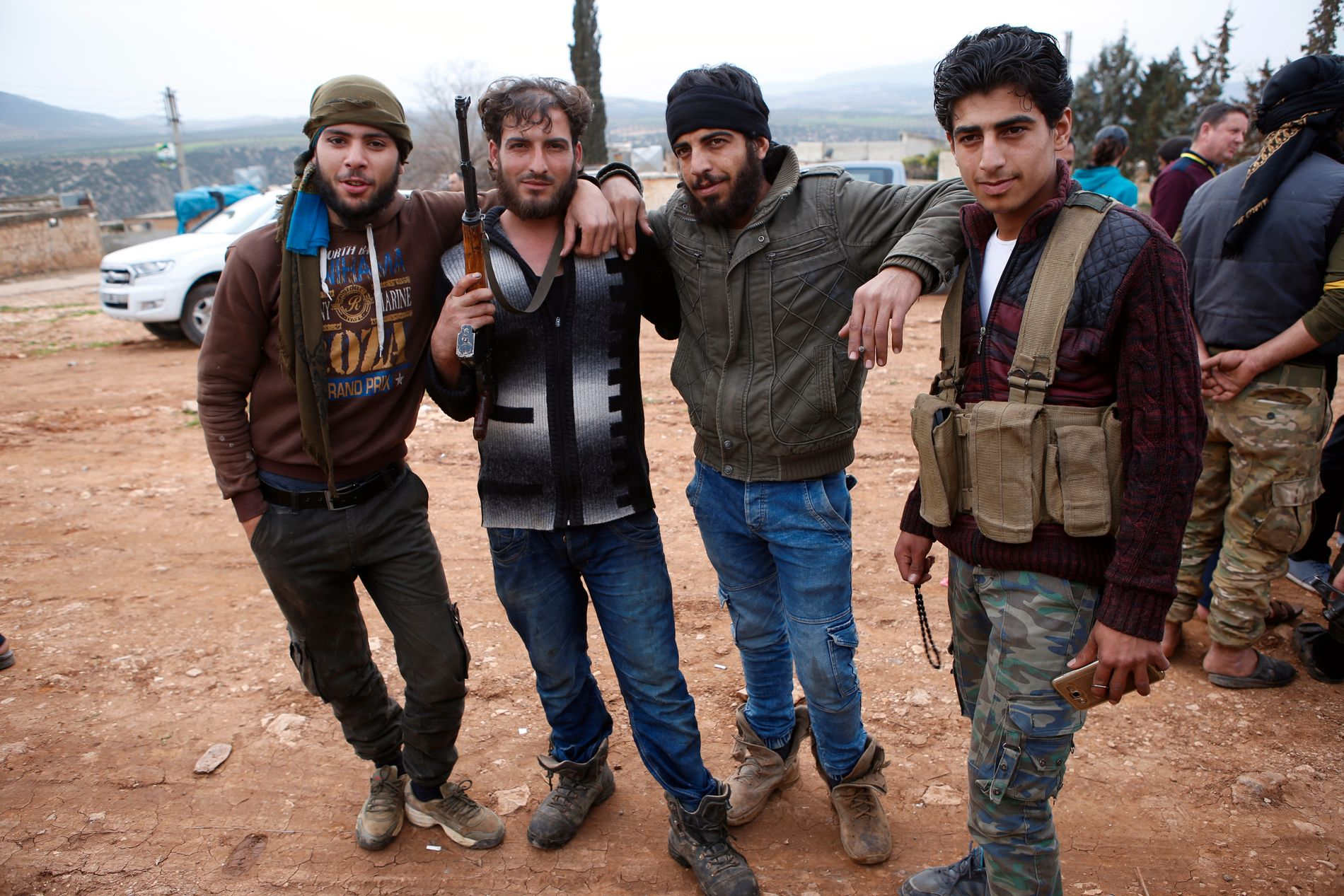 TYRKIAS ALLIERTE: Free Syrian Army samarbeider med den tyrkiske hæren om å drive ut YPG fra Nord-Syria. Disse krigerne kontrollerer den nylig erobrede landsbyen Mersawa.