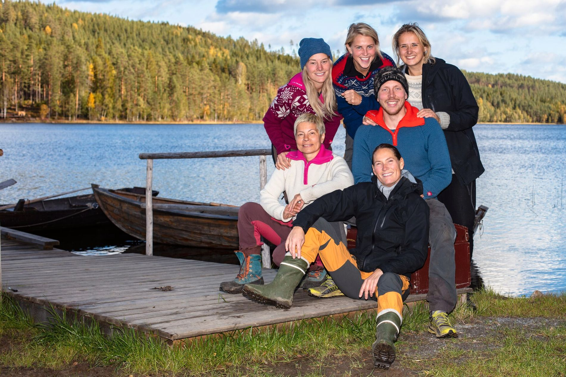 """STILLE FØR STORMEN: Lene Sleperud (bak fra venstre), Tonje Frøystad Garvik, Karianne Sissener Amundsen, Kjetil Nørstebø og Dineke Polderman er de fem som kjemper mot hverandre i """"Farmens"""" finaleuke. Sølvi Monsen (foran til venstre) ble slått ut i den aller siste tvekampen."""