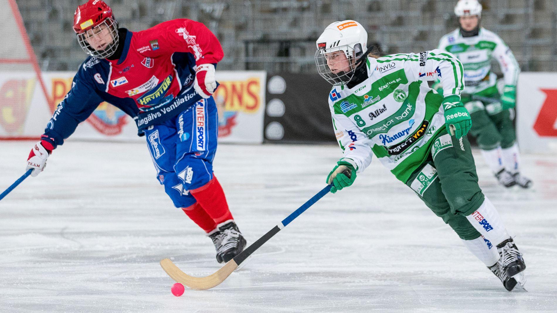 I SIGET: Charlotte Selbekk (19) gjør sakene sine svært godt i Sverige. Her i duell sist helg i SM-finalen mot Kareby