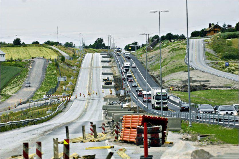 NY VEI: Her fra utbyggingen av firefelts motorvei på E6 fra Vinterbro til Svinesund i 2008. Foto: AFTENPOSTEN