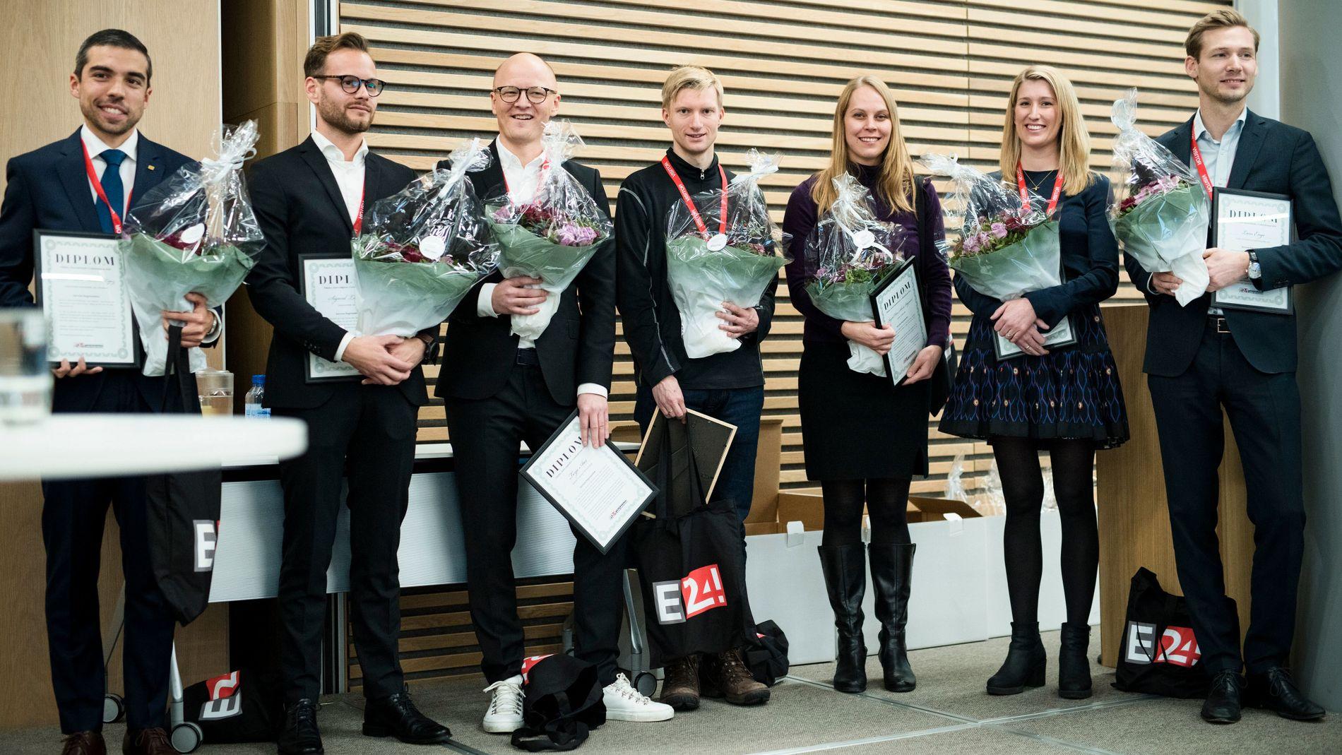 HEDRET: Her er noen av fjorårets kategorivinnere på scenen under prisutdelingsarrangementet. Fra venstre Pablo Barrera (Yara, årets drivkraft), Sighurd Løvfall (Sweco, årets rådgiver) Terje Aas (Microsoft, årets salgsleder), Geir Engdahl (Cognite, årets innovatør), Ingrid Oline Skeide Ødegaard (Appear.in, årets fremtidstenker), Monica Paulsen Ygre (Freia, årets markedsfører), Lars Enge (Yara, årets økonomihode).