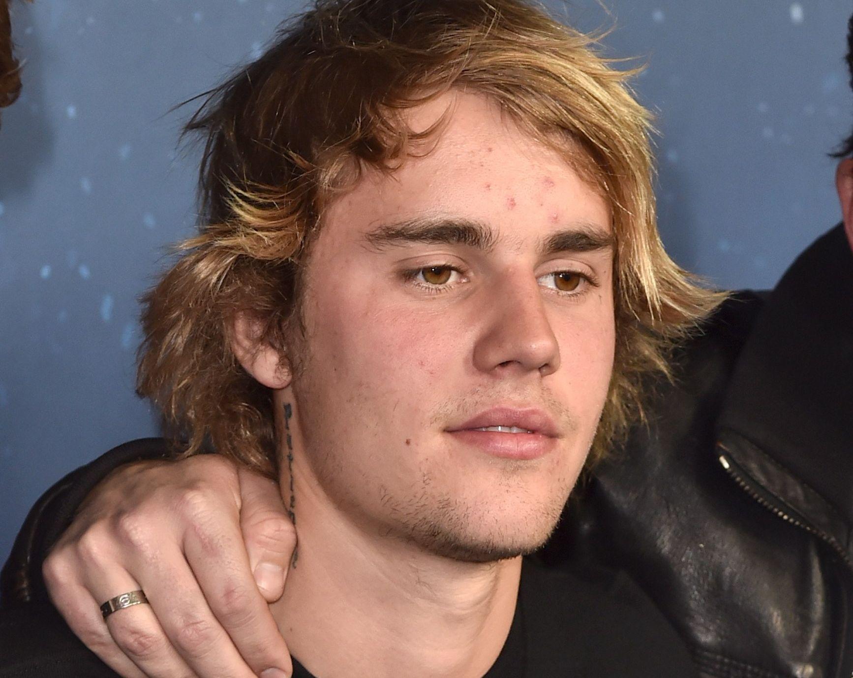 POPIDOL: Kanadiske Justin Bieber, her på verdenspremieren til «Midnight Sun» i Hollywood for halvannen uke siden.