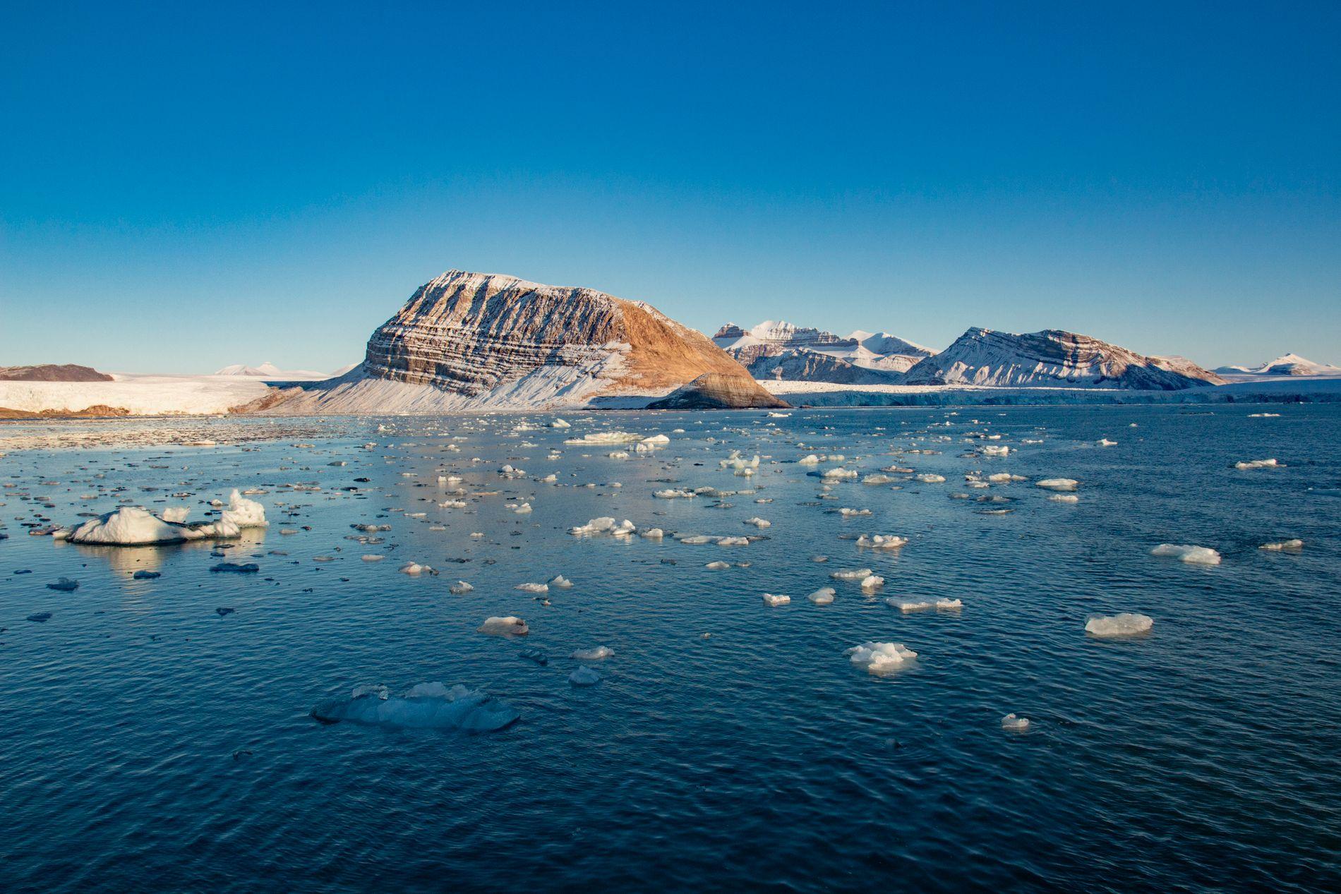 Smeltende is fra isbreer som kalver ut i Kongsfjorden ved Ny-Ålesund på Svalbard. Foto: Are Føli / NTB scanpix.