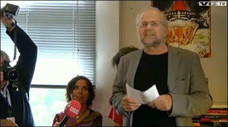ANONYM STOD FREM: Tekstforfatteren Per Kristiansen stod frem som mannen bak pseudonymet «Anonym» på en pressekonferanse tirsdag. Foto: VG Nett
