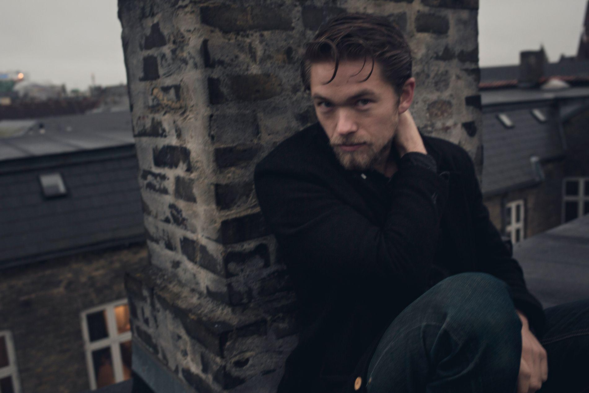 SYKMELDT: Jakob Oftebro ble skadet under innspillingen av TV-serien «Hamilton» i Stockholm.