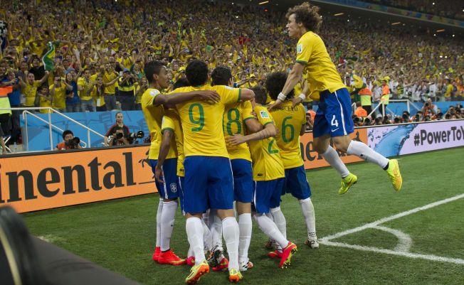VM-FAVORITTER: Brasil og Neymar regnes av mange som favoritter til VM-gull. Her fra åpningskampen mot Kroatia, som laget vant 2-1.
