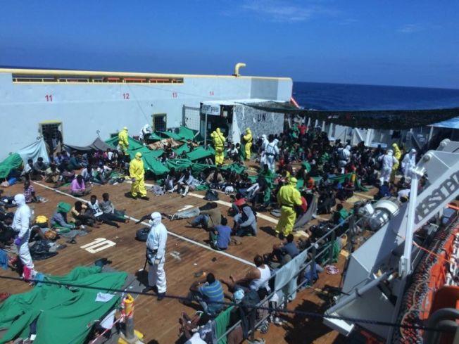 REDDET: Mer enn 5000 flyktninger har druknet under forsøk på å krysse Middelhavet i 2014 og 2015. Mandag reddet mannskapet på «Siem Pilot» over 600 båtflyktninger i trygghet.