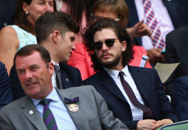 MED SIGNATURLOKKENE: Harington avbildet på tribunen under Wimbledon-turneringen. Foto: GETTY IMAGES