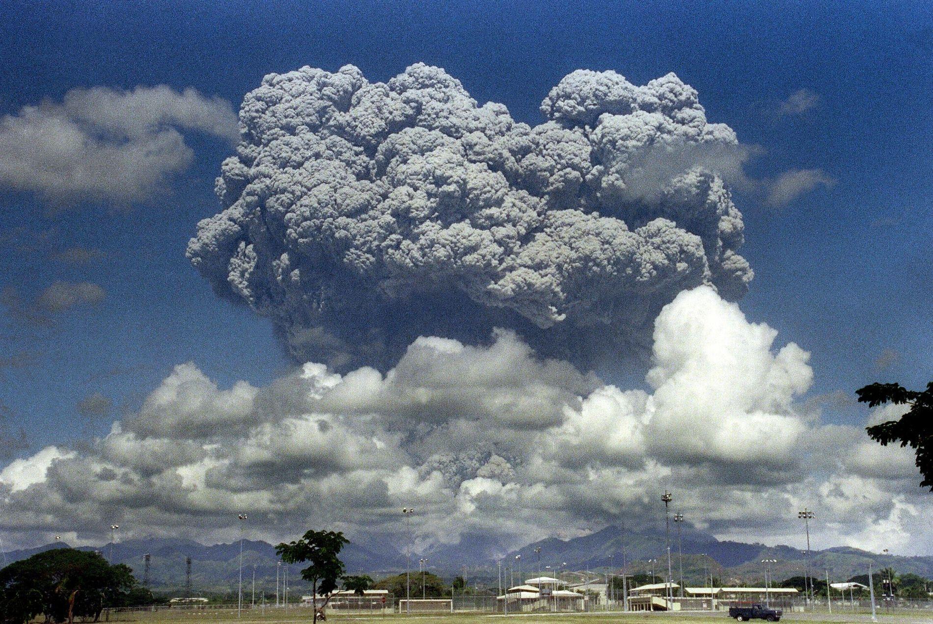 SENKET TEMPERATUREN: I juni 1991 skjedde et av de største vulkanutbruddene i forrige århundre, da VEI-7-vulkanen Pinatubo på Filippinene hadde utbrudd. 700 omkom og 100 00 ble hjemløse. Temperaturen på kloden ble senket med 0,5 grader.