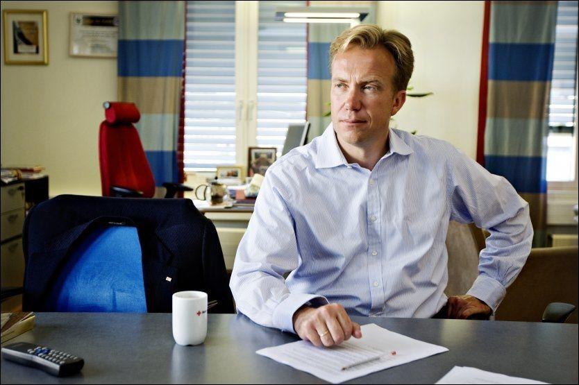 NY UTENRIKSMINISTER: Tidligere Høyre-nestleder og Høyre-statsråd, Børge Brende, gjør comeback i norsk politikk onsdag. Her Brende i Røde Kors sine lokaler i 2010. Foto: NTB SCANPIX