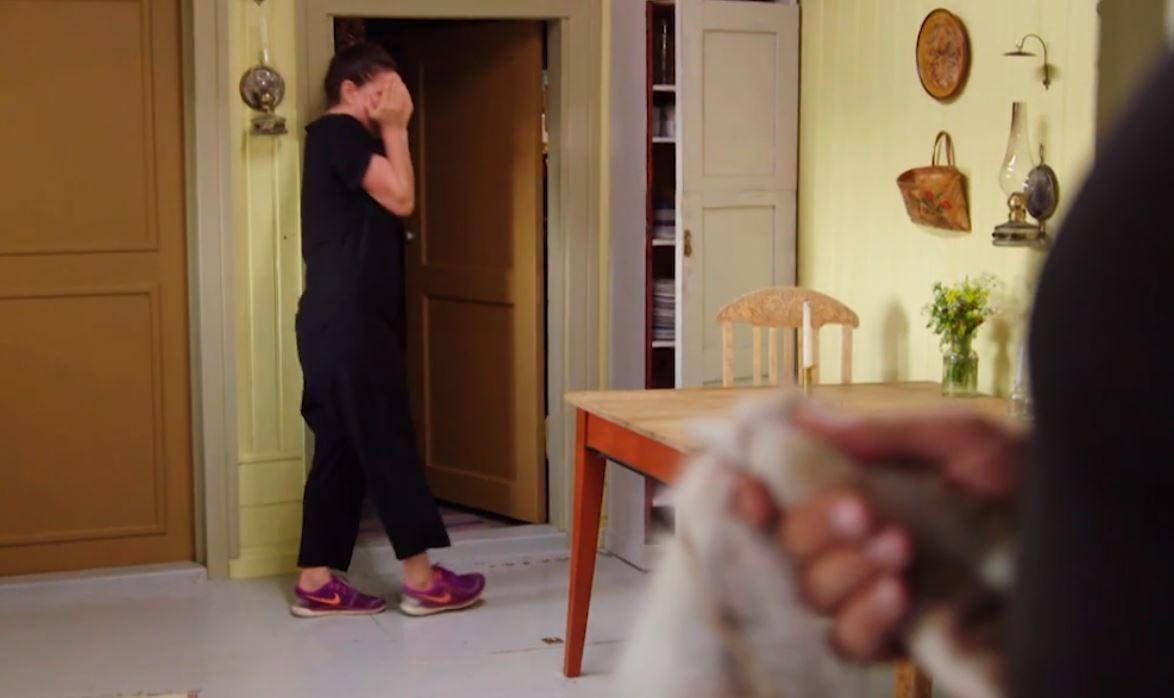 REAGERTE: Donna Ioanna reagerte kraftig da Runar Søgaard løp inn i huset etter henne med en død kanin i hendene.