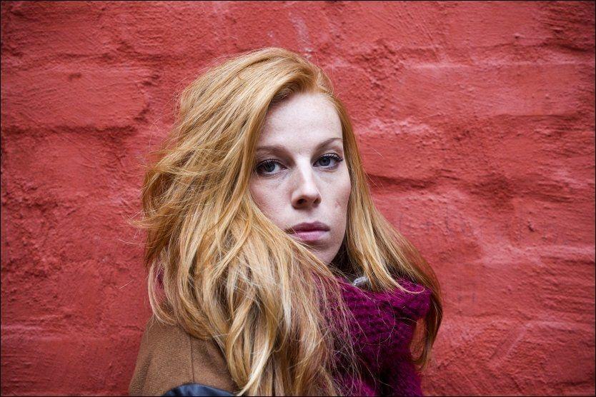 AVKLEDD: Gabrielle Leithaug synes at hun utleverer seg selv ettertrykkelig på sin debutplate. Foto: JAN PETTER LYNAU