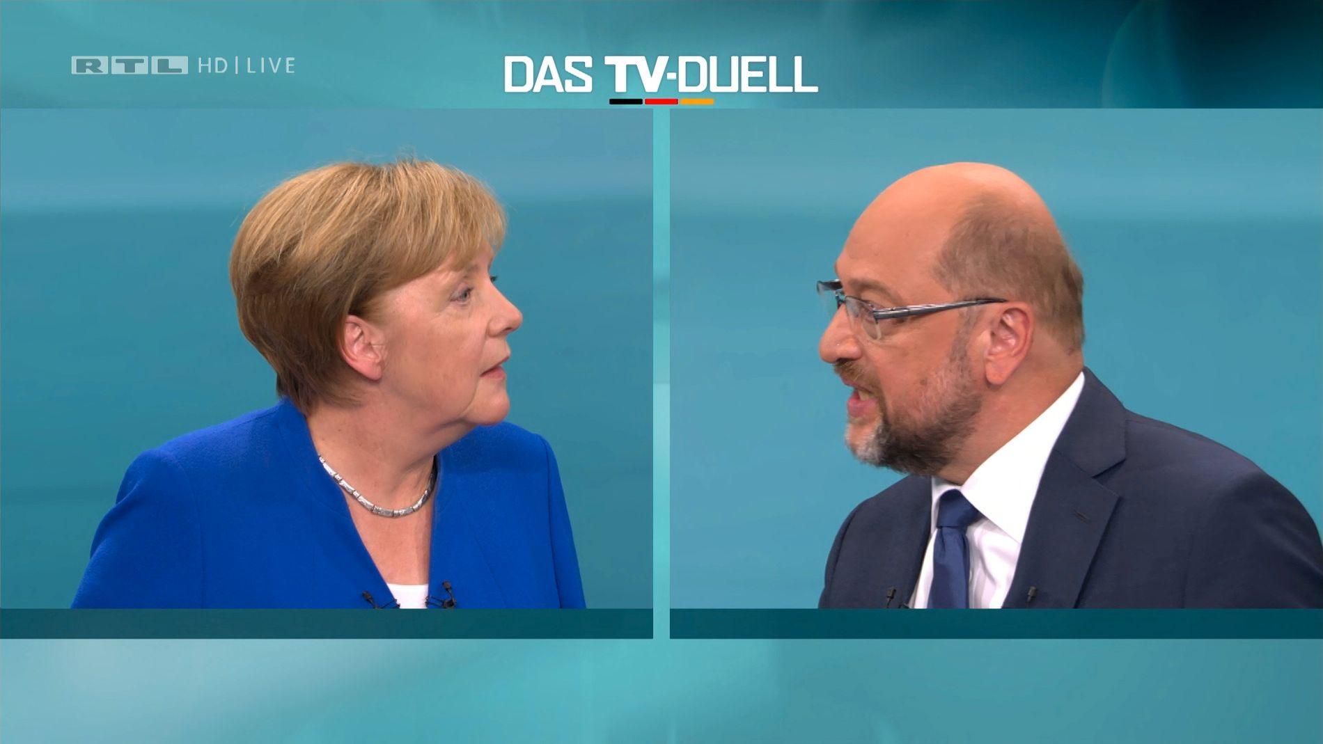 EN MOT EN: Tysklands forbundskansler Angela Merkel (CDU) og eks-president i Europaparlamentet Martin Schulz (SPD) møttes til den tyske valgkampens eneste TV-sendte debatt på søndag. Tyskerne går til valgurnene 24. september.