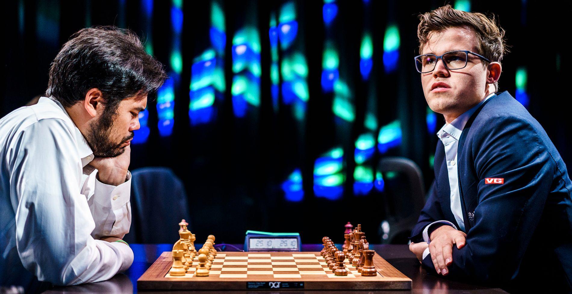 RIVALER: Magnus Carlsen spilte mot Hikaru Nakamura i Paris sist sommer.
