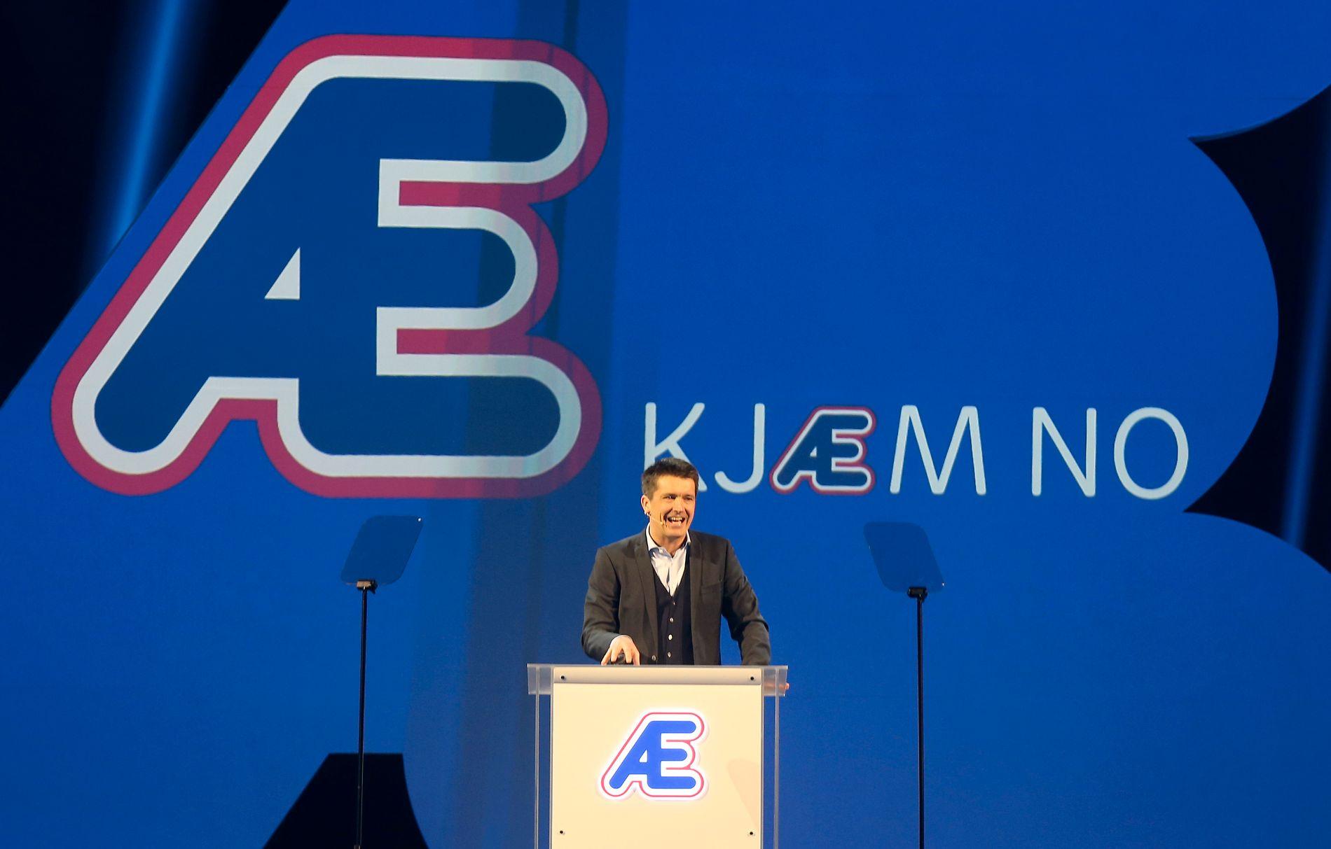 Rema-sjef Ole Robert Reitan på talerstolen foran alle de 550 kjøpmennene sine, da han var med på å presentere Æ på Gardermoen 4. januar i år.
