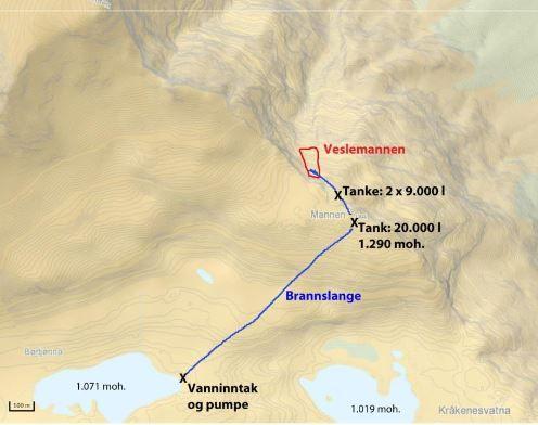 HER PUMPES VANNET: Vannet pumpes 200 høydemeter opp og inn i sprekker i Veslemannen.