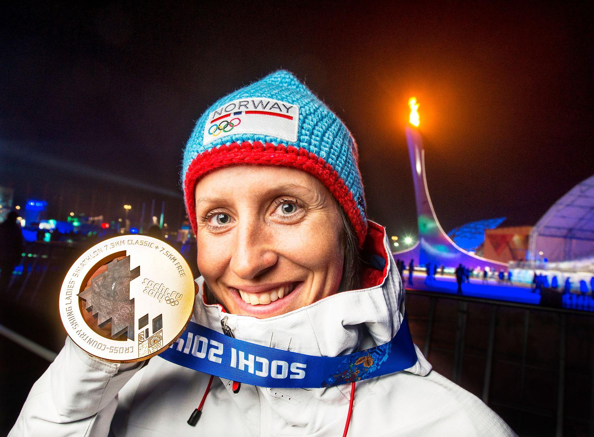 GULL MED ASTMA: Marit Bjørgen tok gull under OL i Sotsji i 2014. Hun er en av flere norske langrennsløpere som har vært åpen rundt sin bruk av astmamedisiner.