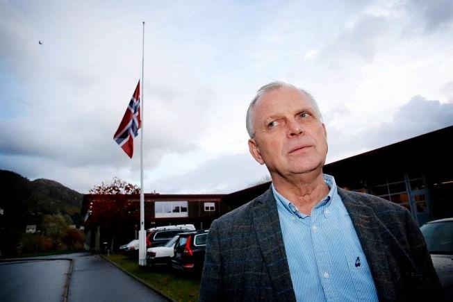 HALV STANG: Rektor Karl Ottar Rundereim sier at elvene på skolen er preget etter den tragiske ulykken. – Det er et sjokk for elever og ansatte, sier han.